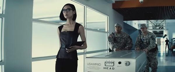 batman v superman 15 secretary